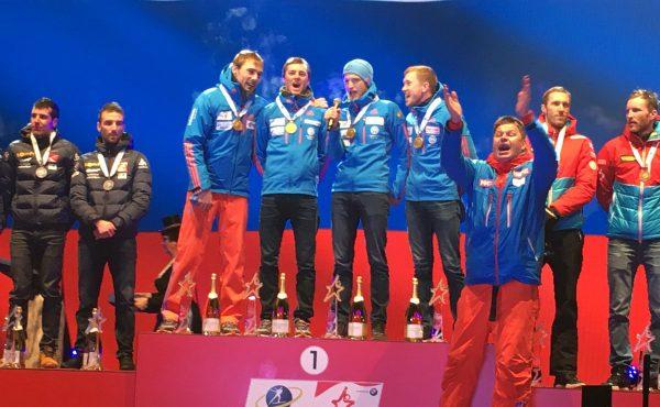 На награждении российских чемпионов мира по биатлону перепутали гимн РФ. Видео