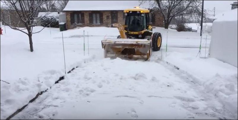Как в Канаде чистят дороги от снега - невероятно!
