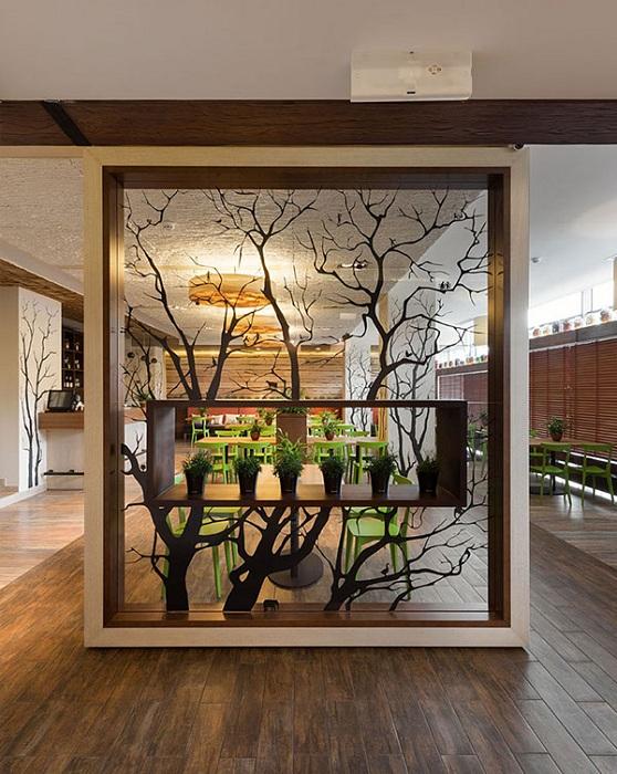 Нестандартная перегородка, преобразит интерьер комнаты своим нестандартным видом.