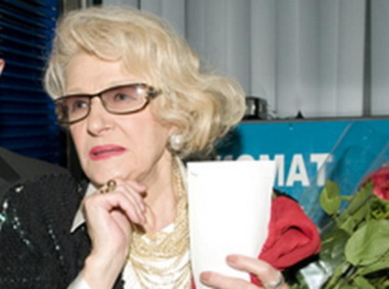 «Чтобы жить, я должна вкалывать в 81 год». Режиссер «Гардемаринов» вслед за Пугачевой пожаловалась на скудную пенсию