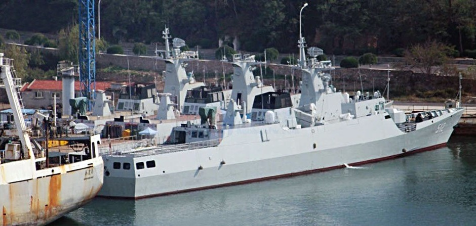 Китайский кораблестроительный конвейер за работой