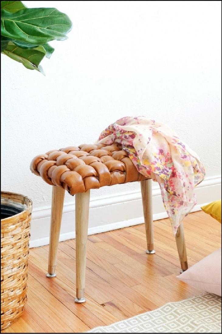 Плетенная табуретка