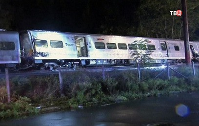 В Нью-Йорке с рельсов сошел поезд, есть пострадавшие