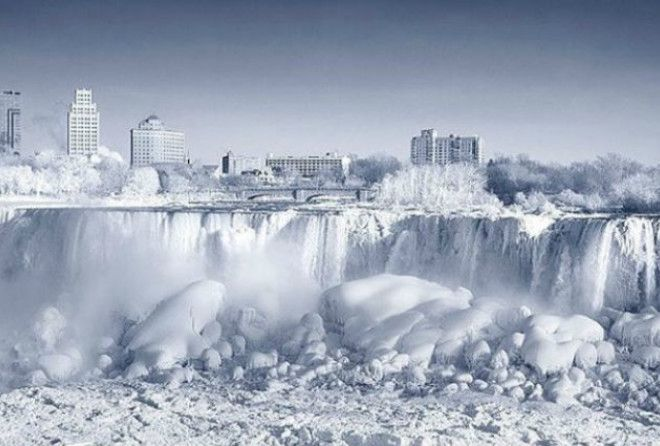 Шокирующая красота стихии: в США замёрзла Ниагара