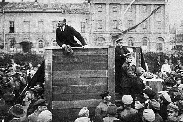 «Большевики делали овощ из русского человека».  Россияне нашли виновных в революции 1917 года