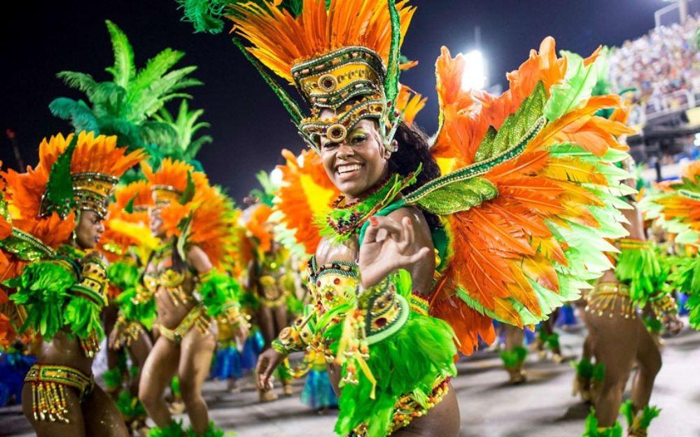 Карнавал в Рио-де-Жанейро http://travelcalendar.ru/wp-content/uploads/2015/08/Karnaval-v-Rio-de-ZHanejro_glav1.jpg