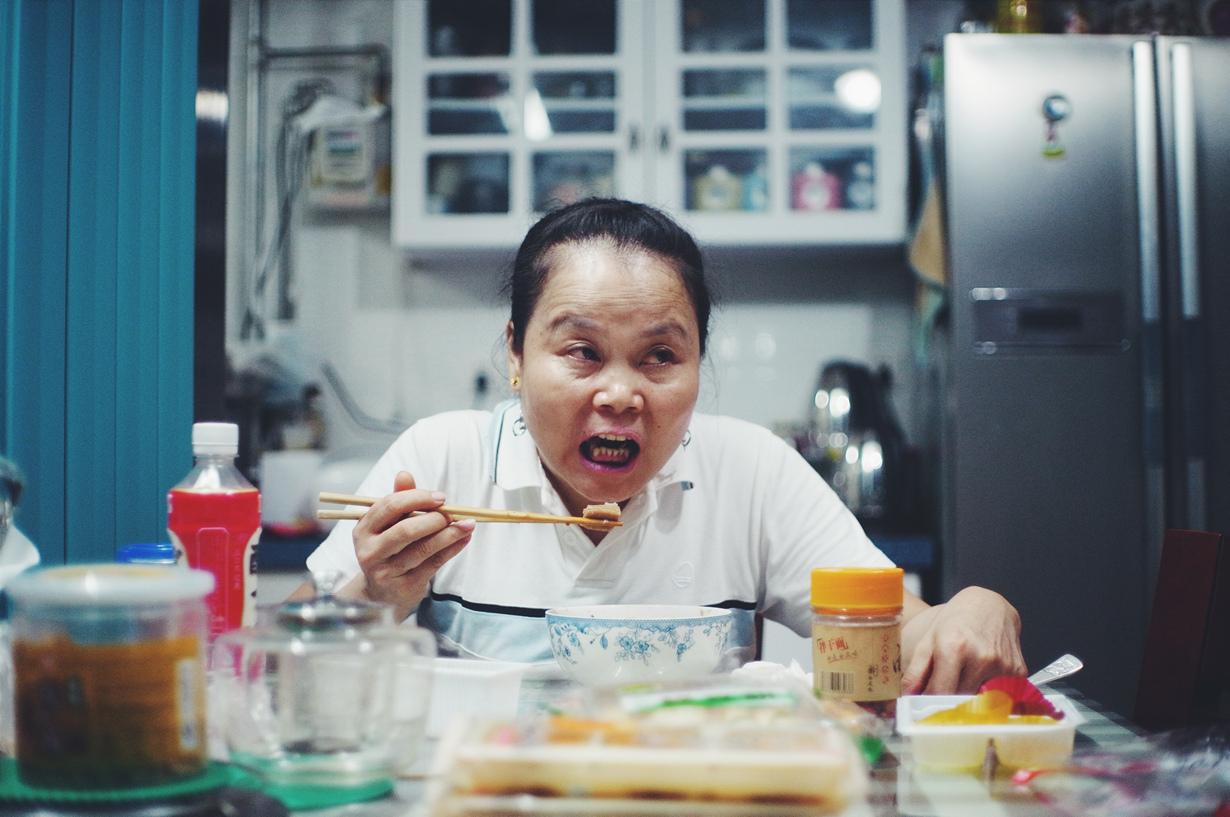 Также в Китае не стоит указывать своими палочками для еды на кого-либо. Подобный жест считается грубостью. (kulucphr)