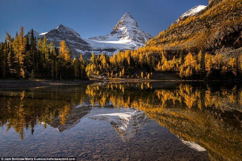 Гора Ассинибойн отражается в озере Санберст, Канада в мире, красивые фото, красивый вид, пейзажи, природа, путешествия, фото, фотографы