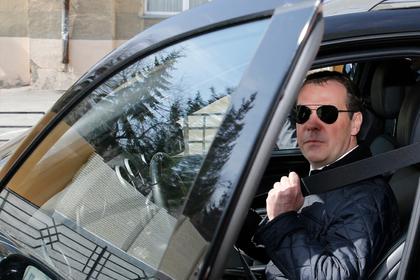Медведев утвердил изменения в правилах автотюнинга