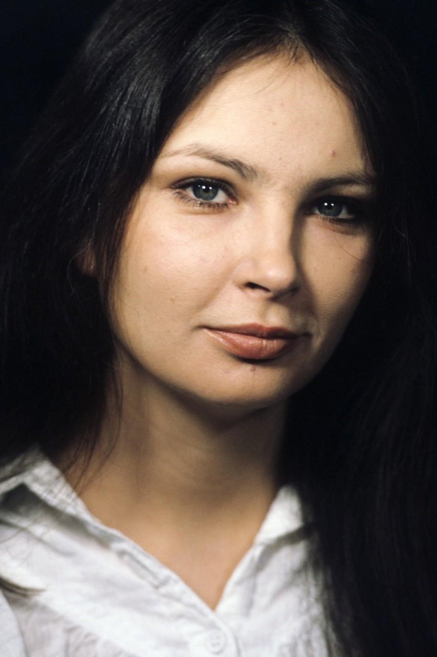 Мена Сувари В Лепестках Роз – Красота По-Американски (1999)