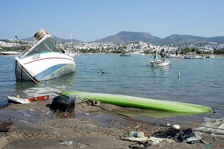 Ростуризм призвал россиян быть осторожными на курортах Турции и Греции