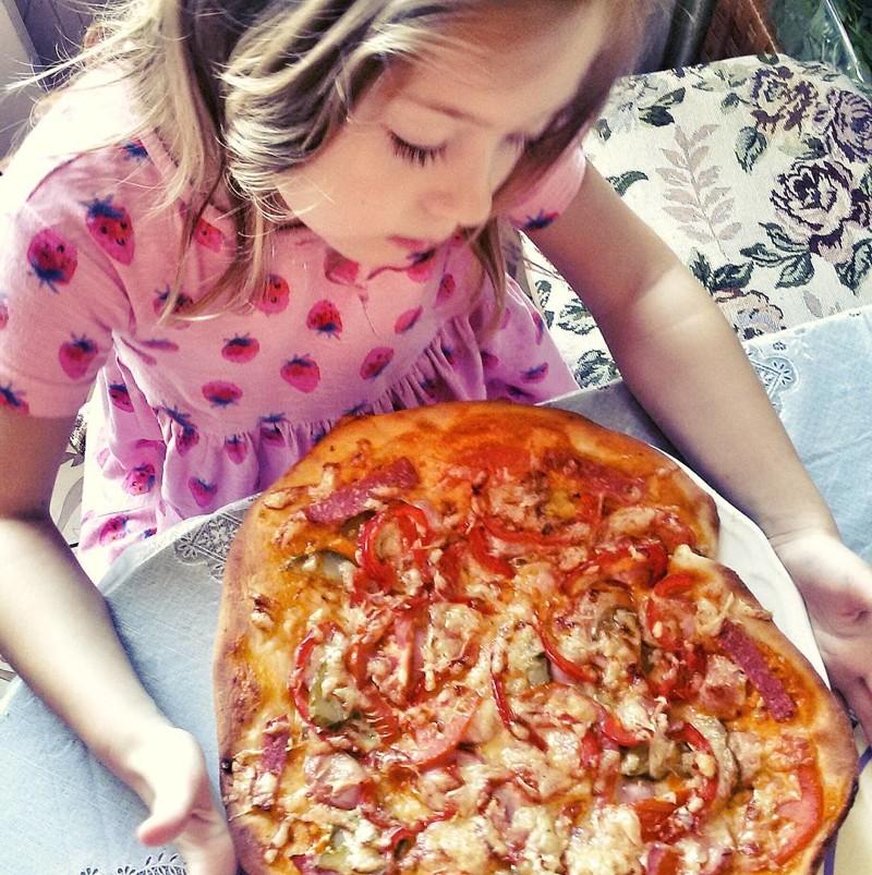 Воспитываем правильно: надоело готовить самим - отправьте на кухню детей!
