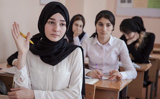 В Чечне принят закон о праве школьниц носить хиджаб