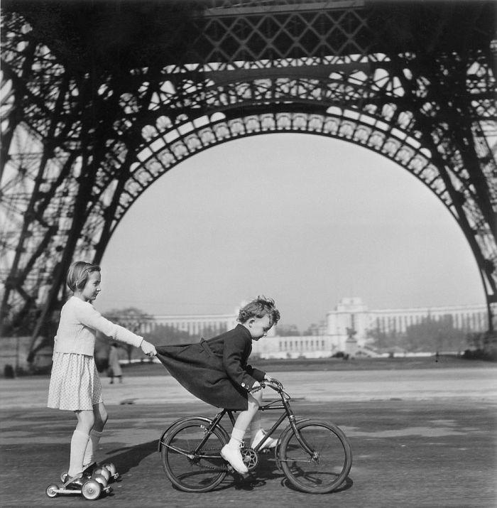 38. Игры под Эйфелевой башней, Париж  детство, прошлое, фотография