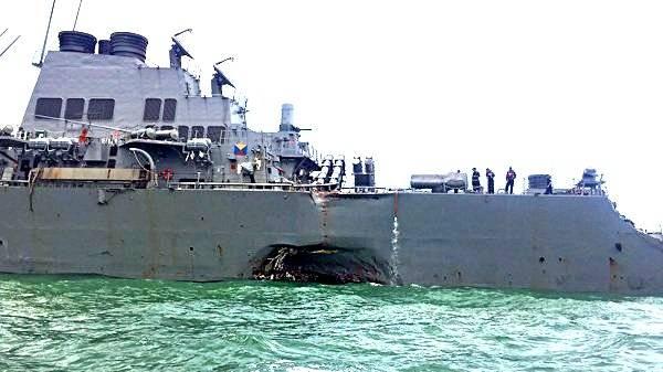 Видео с места столкновения эсминца «Джон Маккейн» с нефтетанкером