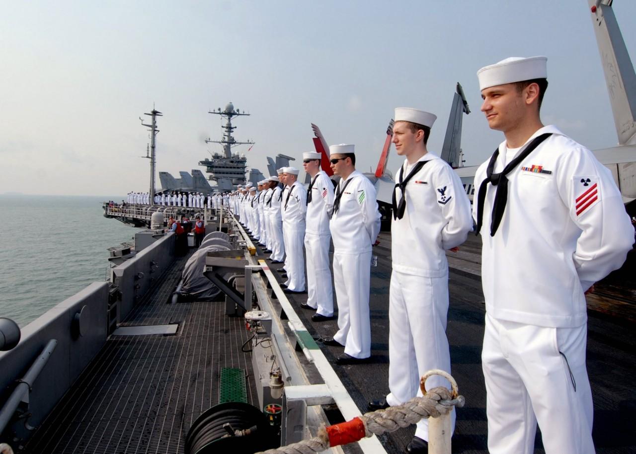 Офицеры ВМС США выдавали военные тайны в обмен на секс-вечеринки