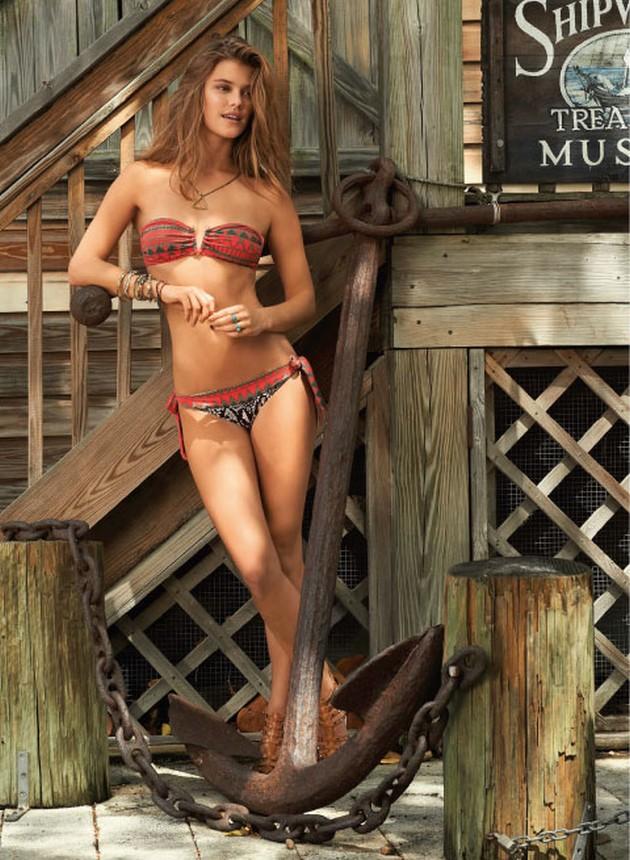 Яркая Нина Агдал  в экзотической фотосессии для купальников LeMar