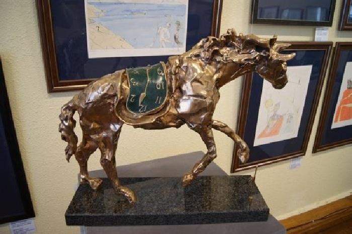 Лошадь под седлом времени. Автор: Сальвадор Дали. | Фото: dolzhenkov.ru.