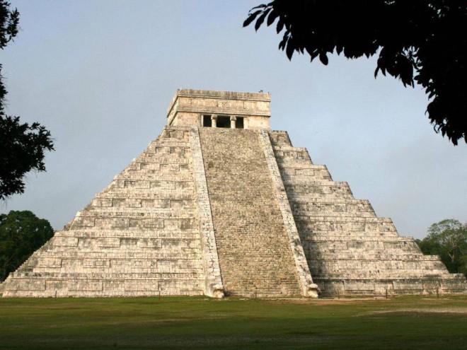 Пирамида Крылатого Змея оказалась моделью всей Вселенной: ученые в ужасе от познаний древних ацтеков