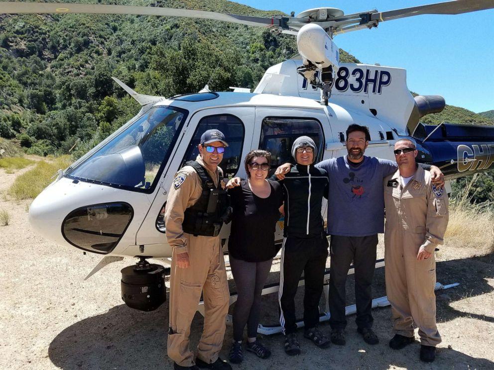 Туристы нашли бутылку с просьбой о помощи — и спасли семью из 3 человек