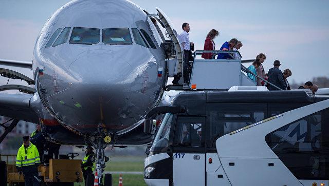 Провоз телефона и верхней одежды в самолете может стать платным