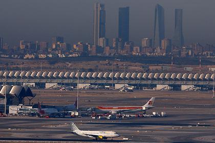 Трап протаранил российский самолет в аэропорту Мадрида