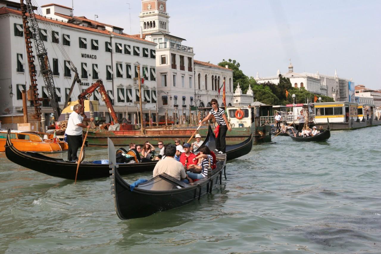 Деньги есть! Турист из РФ забронировал на две недели отель в Италии за 800 тыс.