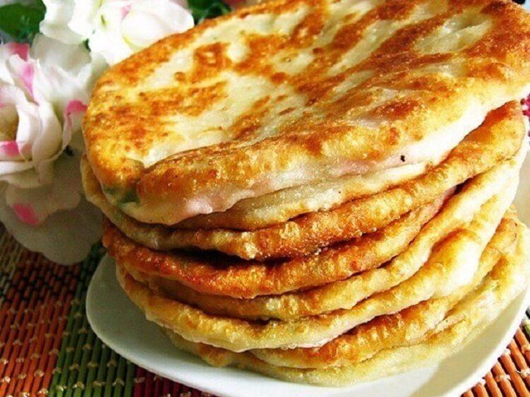 Сырные лепешки на кефире в сковороде