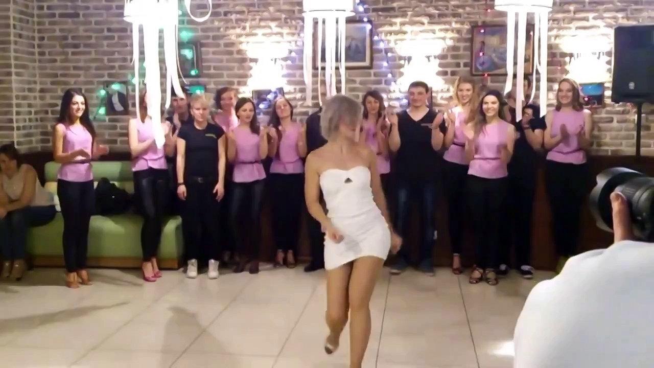 Королева кизомбы Сара Лопез вышла на сцену в Екатеринбурге: видео дня