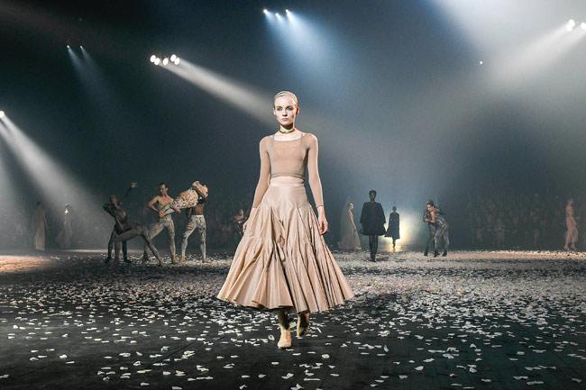 Модная женская одежда из коллекции Christian Dior весна-лето 2019