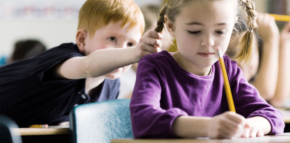 «Мальчики лучше знают математику, а девочки аккуратнее». Стереотипы и предрассудки, которые мешают развитию детей