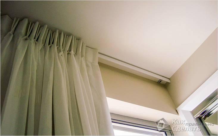 Как прикрепить потолочный карниз к потолку