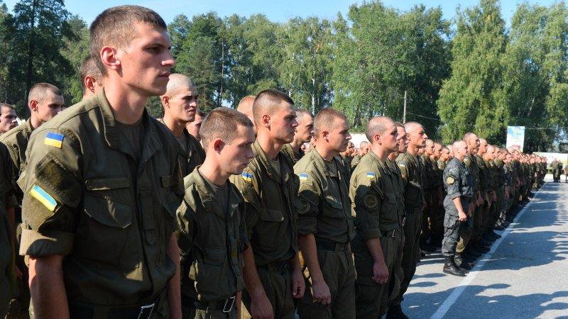 Бойцы ВСУ в Донбассе привяза…