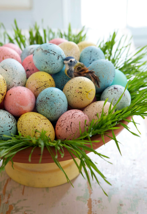 Цветные яйца с кляксами.