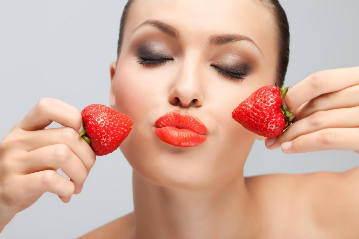 Уникальные свойства домашних клубничных масок для лица. Десять привычек, от которых появляются морщины