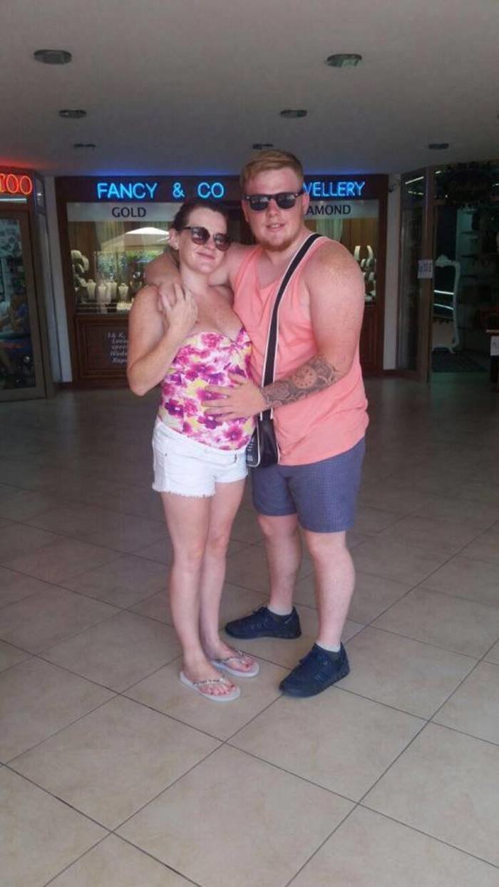 Адель и Уорд отправились в отпуск на популярный средиземноморский курорт Мармарис 26 июня, когда женщина была на 6-м месяце беременности в мире, дети, заложники, люди, новости, турция