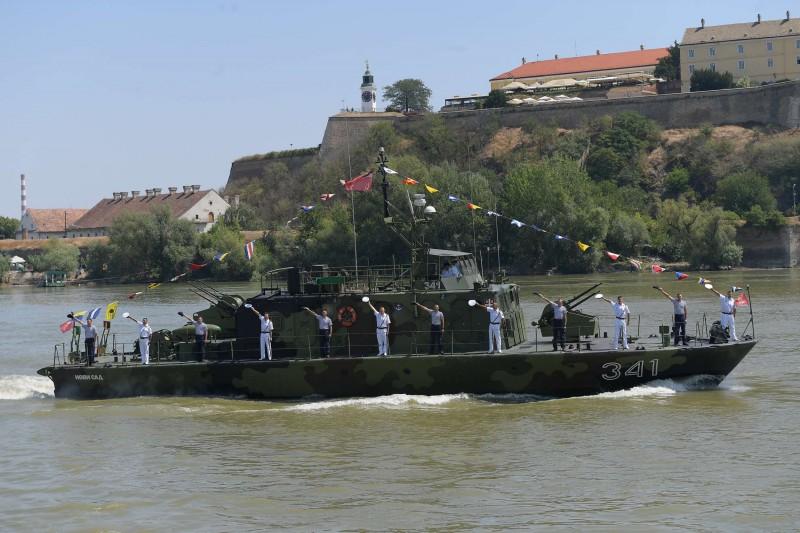 Парад сербской Речной флотилии на Дунае