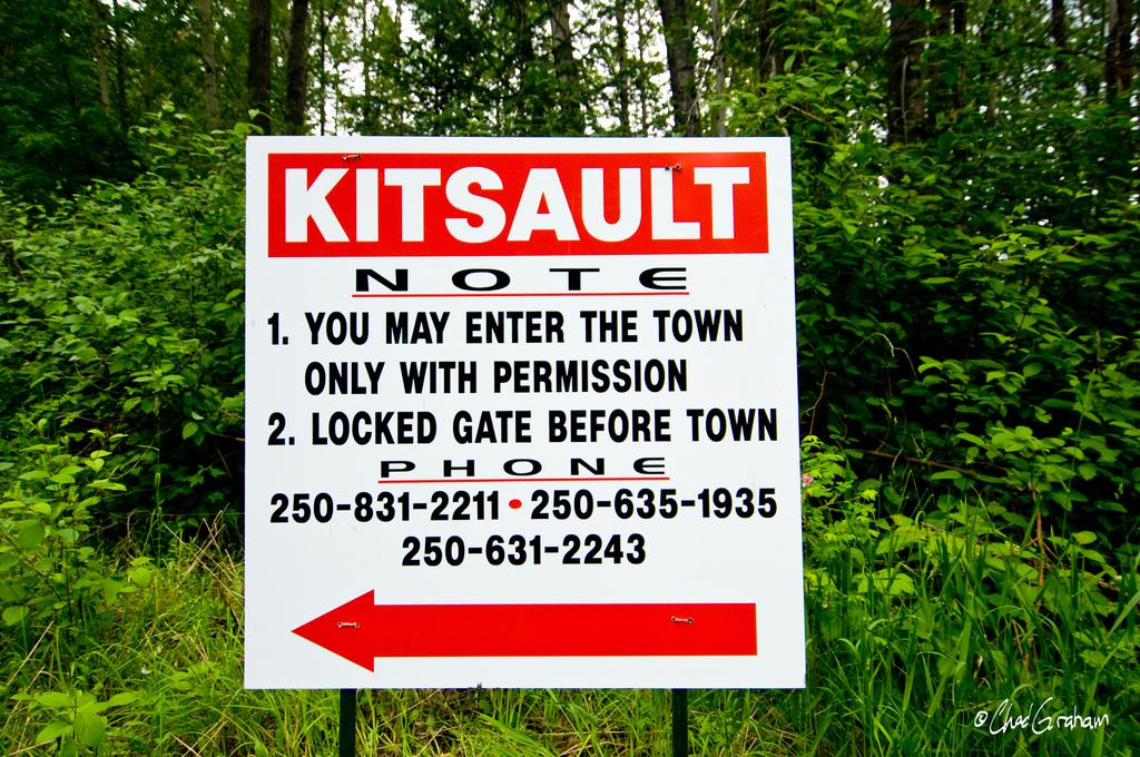 Почему все жители ушли из городка на границе с Аляской, даже не выключив свет