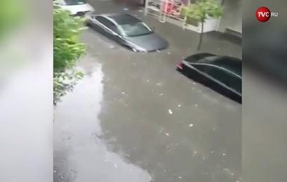 Стамбул ушел под воду из-за сильных ливней. Видео