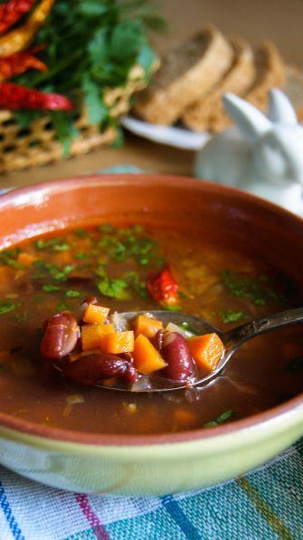 Острый томатный суп с красной фасолью