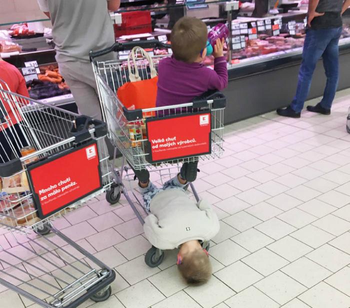 По мнению Novate.ru, походы с детьми в магазин - восхитительны. | Фото: interestno.ru.