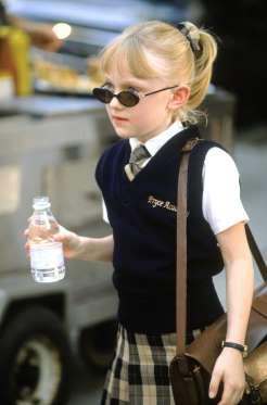 Карьера Дакоты Фаннинг взлетела к самым звездам, когда она в возрасте семи лет сыграла роль Люси в фильме «Я - Сэм». Однако еще до получения этой роли, Дакота обладала внушительным резюме, включая эпизодические роли в «CSI», «Скорая помощь»