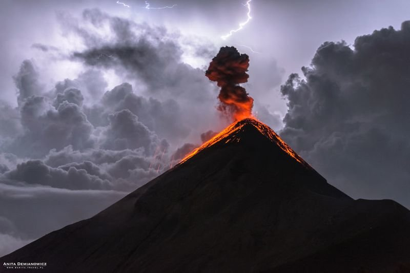 Фотографии извержения вулкана Фуэго