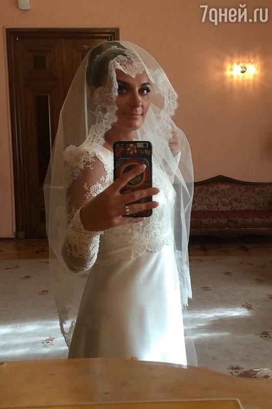 Елена Ваенга вышла замуж в Северной столице