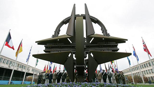 """Трамп заявил, что многие члены НАТО """"не платят по счетам"""""""