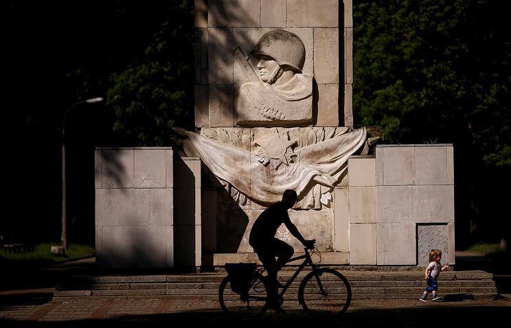 Решение Польши о сносе памятников советским воинам не останется без последствий