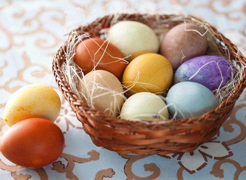 Красим пасхальные яйца без химии! Натуральные красители.  Луковой шелухой…