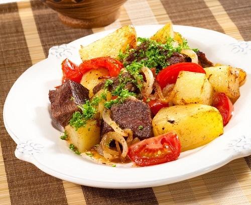 Мясо с овощами в пиве/Фото: Олег Кулагин/BurdaMedia