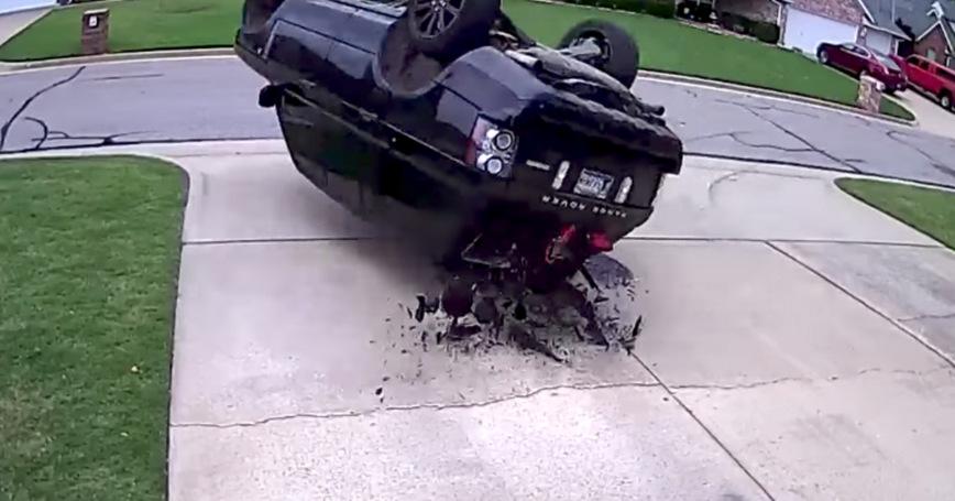 Вот почему даже не стоит пытаться делать полицейский разворот на Range Rover