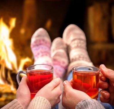 «Ищу тепло во всём…» — очень подходящее стихотворение для тех, кто хочет согреться душой